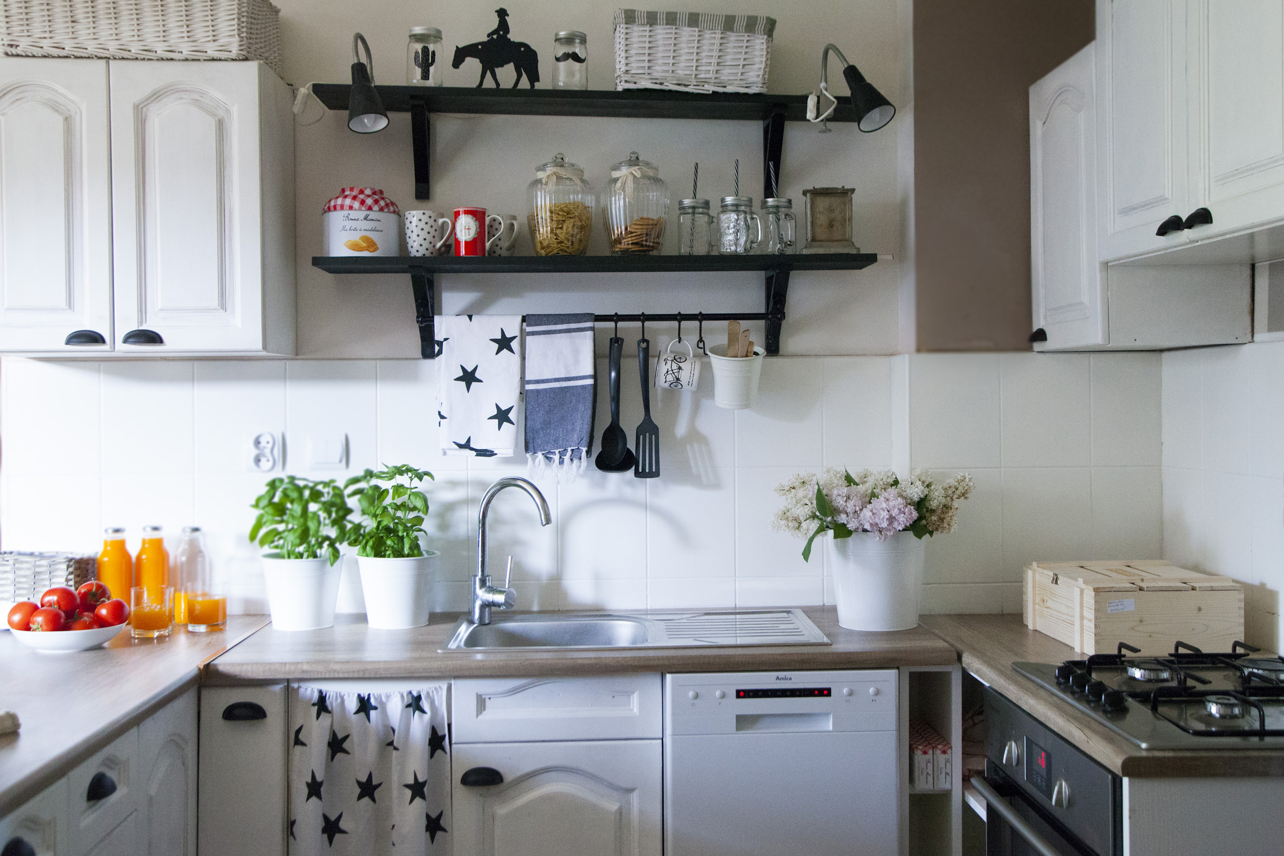 metamorfoza kuchni tanim kosztem malowanie kafelk243w